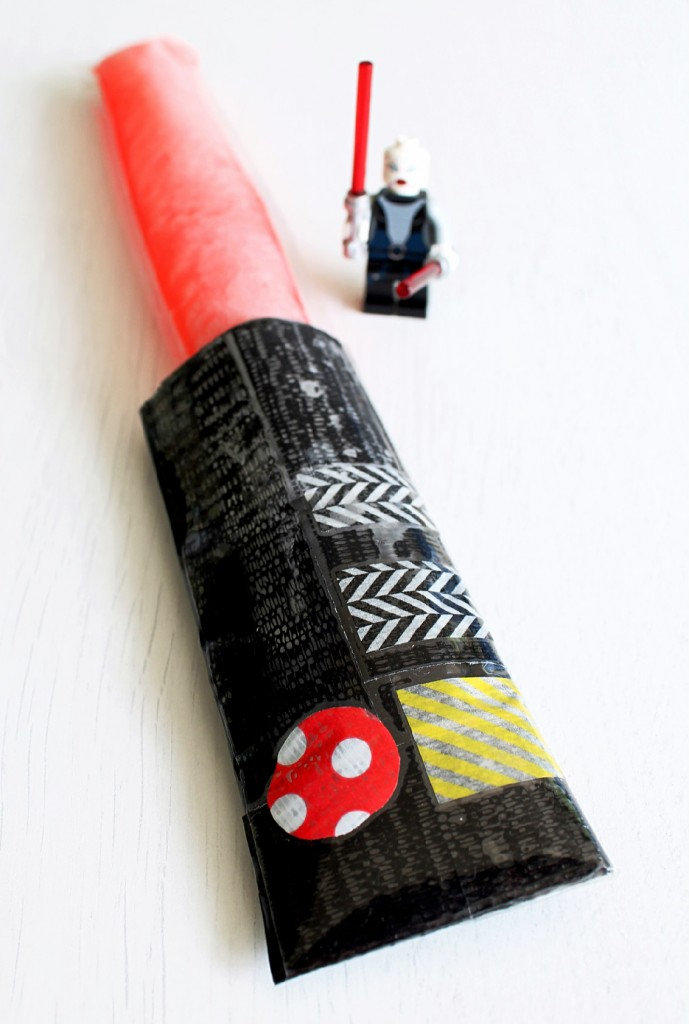 D.I.Y. Lightsaber Freezer Pop Sleeves by Foodtastic Mom