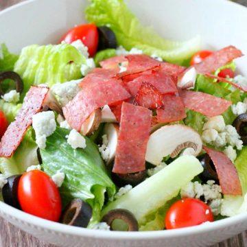 Copycat Lou Malnati's Salad | Foodtastic Mom #loumalnati #loumalnatisalad #copycatrecipes