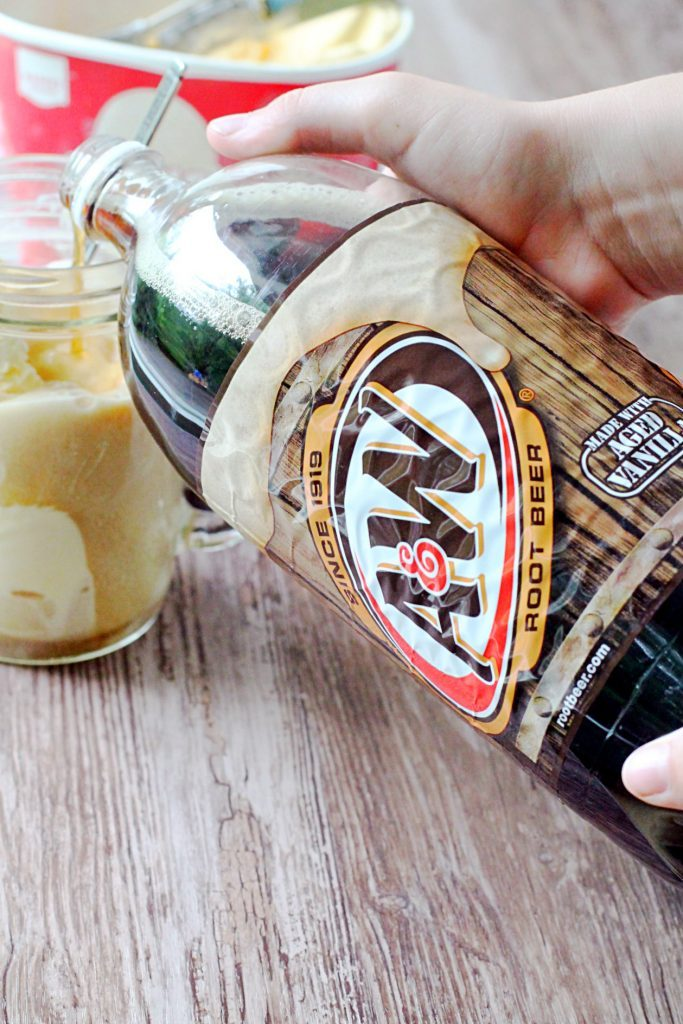 Old Fashioned Root Beer Floats by Foodtastic Mom #SummerofFloats #ad