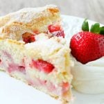 French Strawberry Cake | Foodtastic Mom #frenchstrawberrycake #cakerecipes #strawberrycake