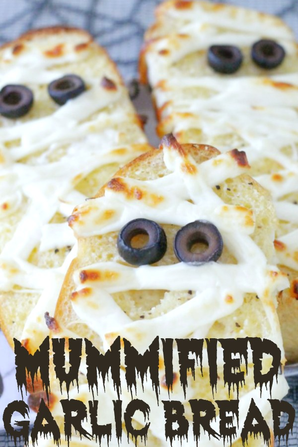 Mummified Garlic Bread | Foodtastic Mom #halloween #halloweenrecipes #garlicbread