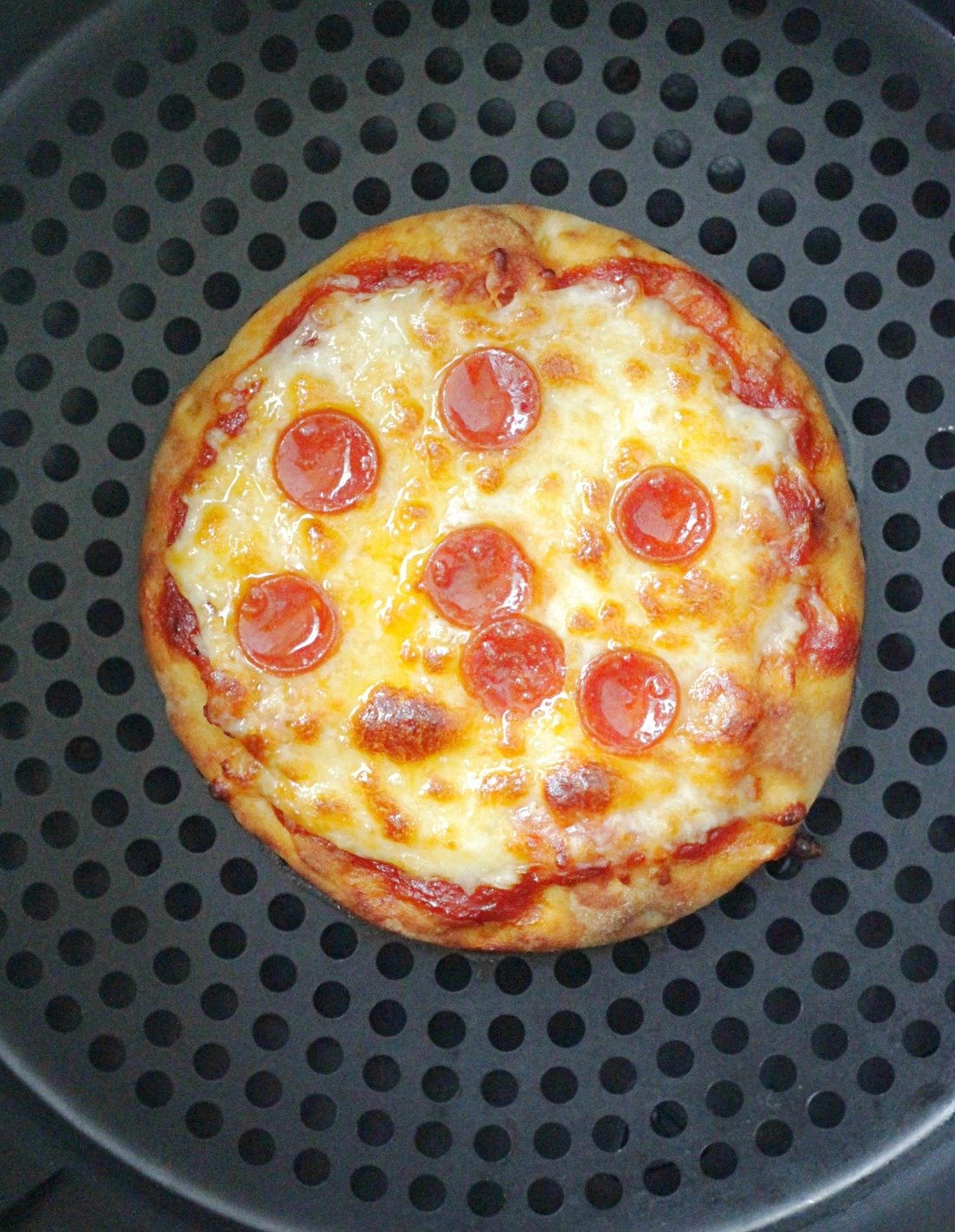 perfect personal pizza in an air fryer after cooking