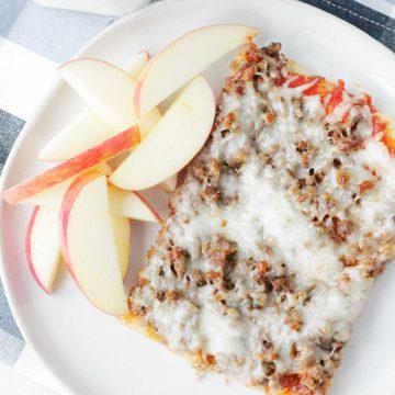 Copycat Lunch Lady Pizza | Foodtastic Mom #schoolpizza