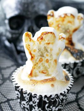 Ghostly S'Mores Cheesecakes | Foodtastic Mom
