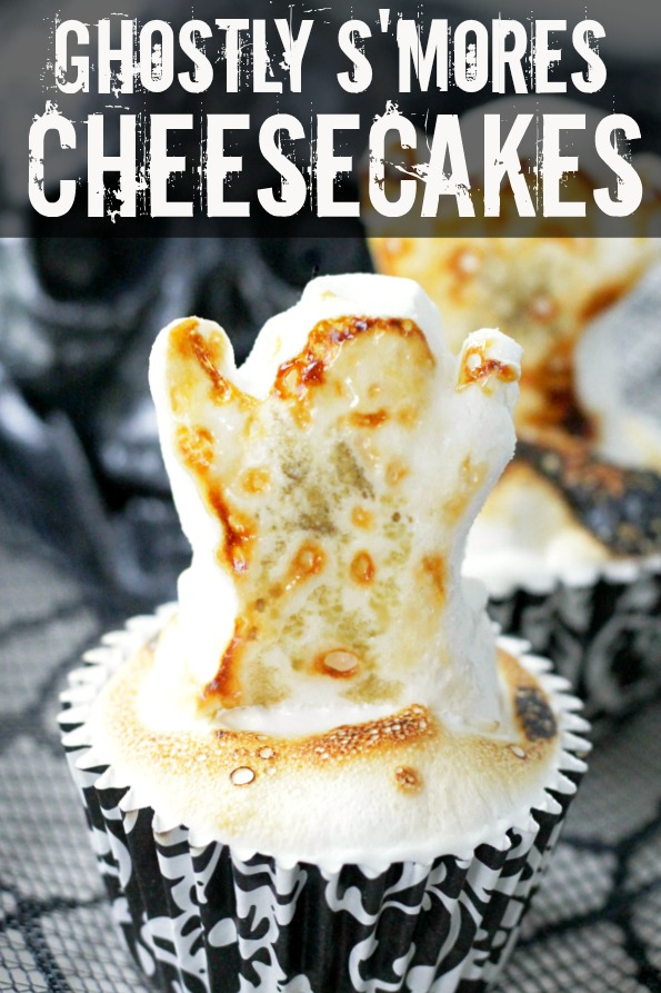 Ghostly S'Mores Cheesecakes | Foodtastic Mom #halloween #halloweenrecipes #smores #smorescheesecake #cheesecakerecipes