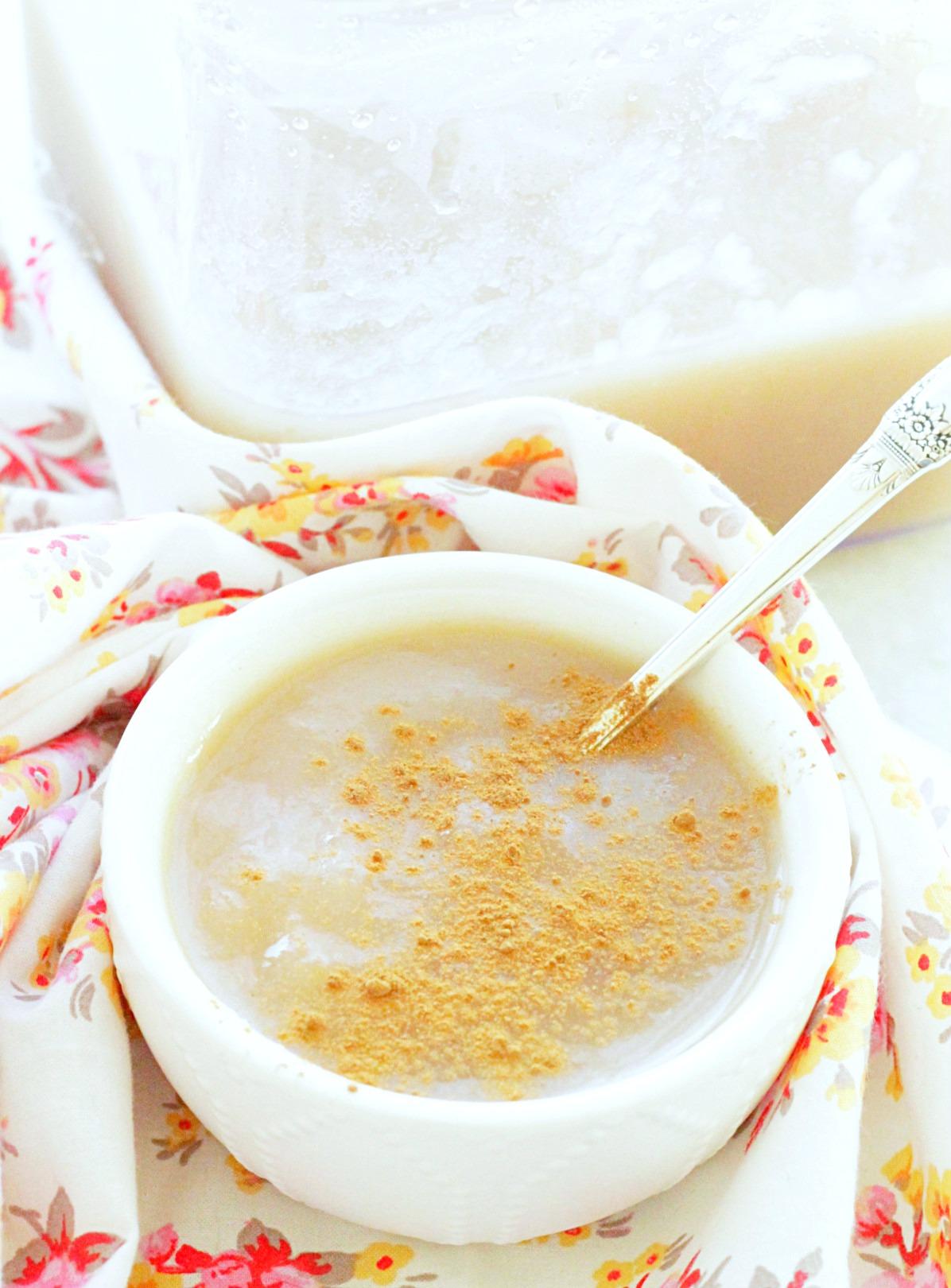 instant pot applesauce in bowl