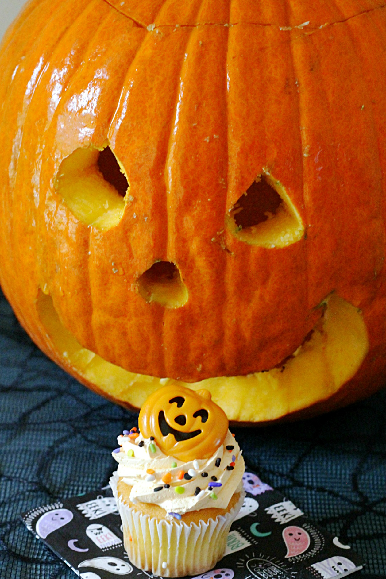 pumpkin spice whipped icing cupcakes with carved pumpkin