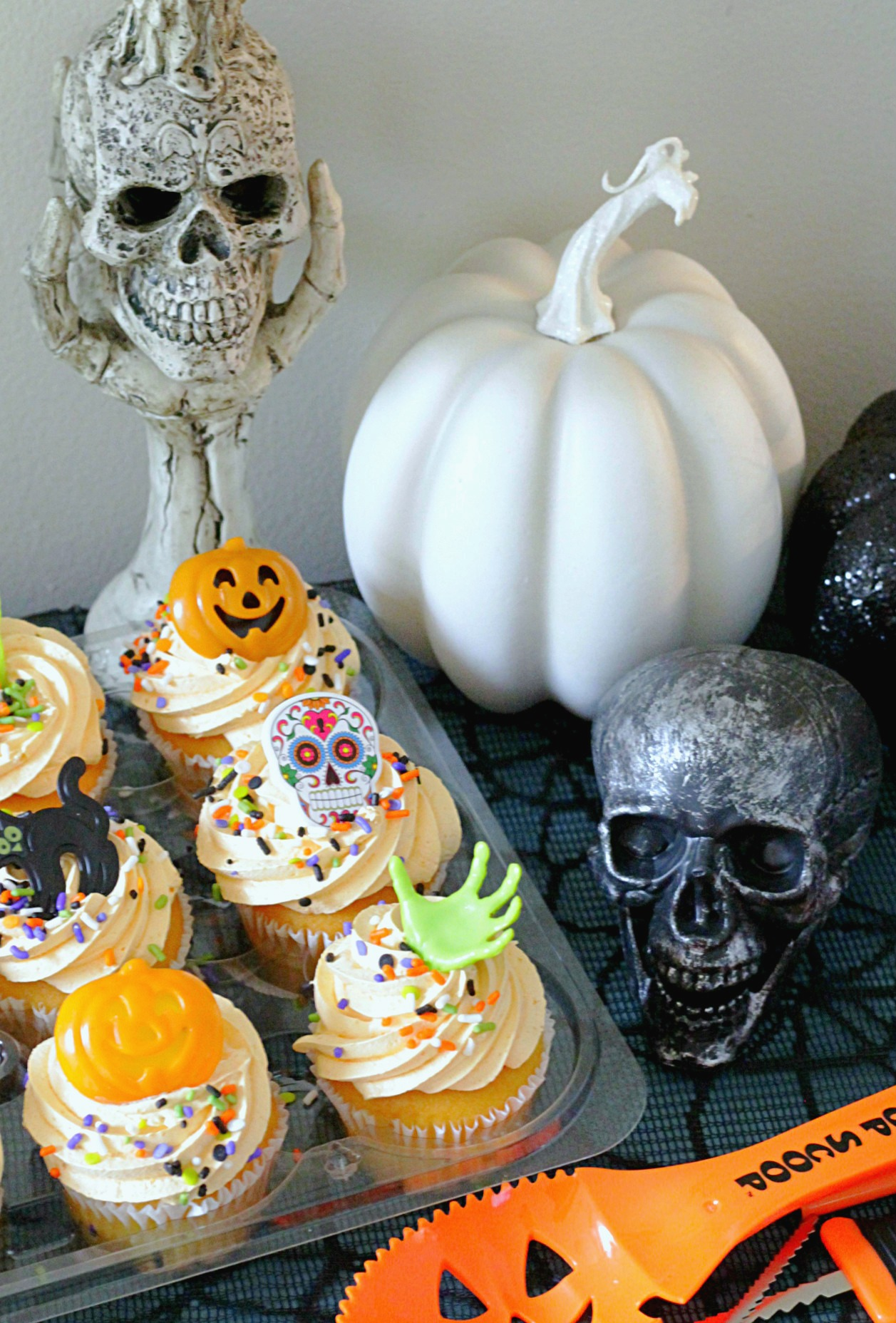pumpkin spice whipped icing cupcakes
