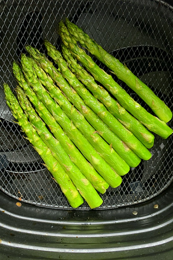 asparagus in the air fryer basket
