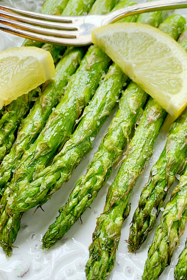 close up for air fryer asparagus