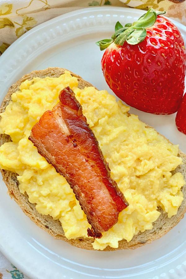 bacon scrambled egg toast