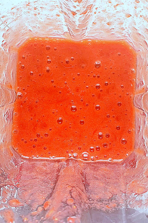 strawberry purée in the blender