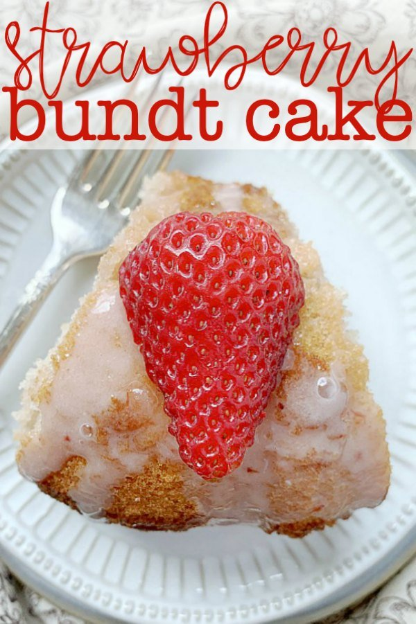 Strawberry Bundt Cake | Foodtastic Mom #strawberrycake #strawberrydesserts
