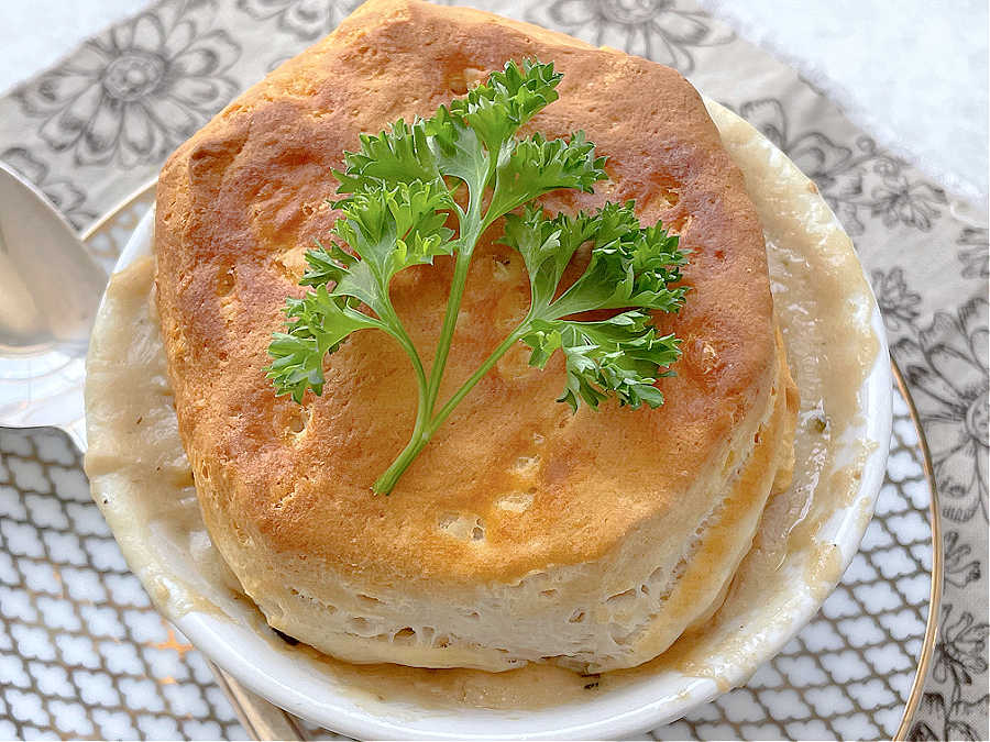 Air Fryer Pot Pie | Foodtastic Mom #airfryerrecipes #airfryerpotpie #potpierecipe #potpiewithbiscuits