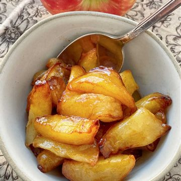 air fryer apples in a bowl
