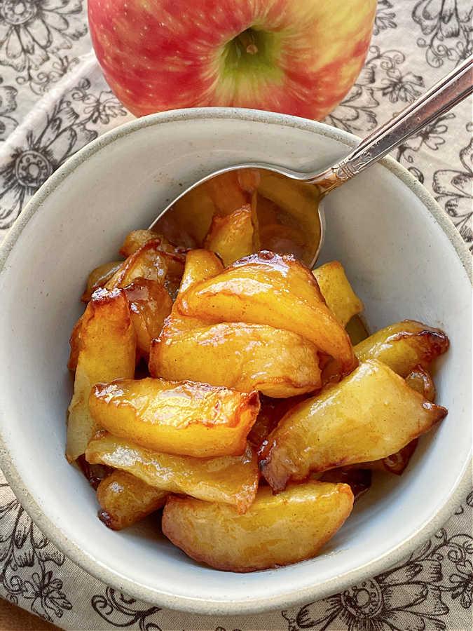 air fryer apples in a bowl