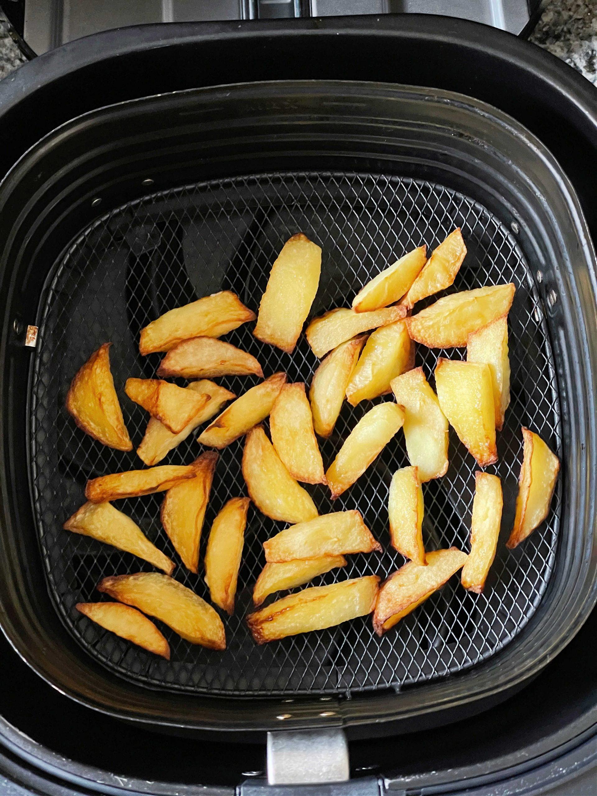 apple slices in the air fryer basket