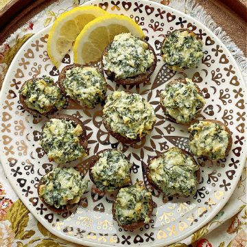 Air Fryer Stuffed Mushrooms | Foodtastic Mom #airfryerrecipes #mushroomrecipes #airfryerstuffedmushrooms #stuffedmushroomseasy