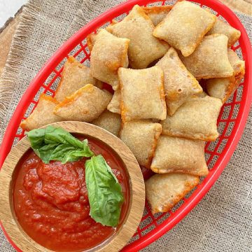 Air Fryer Pizza Rolls | Foodtastic Mom #airfryerrecipes #pizzarolls #pizzarollsinairfryer