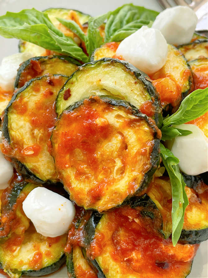 air fryer zucchini with marinara sauce and mozzarella cheese