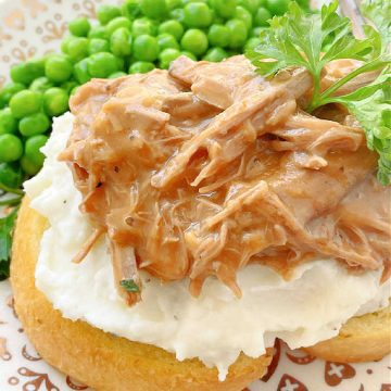 Beef Manhattan | Foodtastic Mom #beefmanhattan #beefrecipes #leftoverpotroast #sandwichrecipes #comfortfood