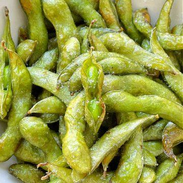 Air Fryer Edamame | Foodtastic Mom #airfryerrecipes #edamame #airfryeredamame