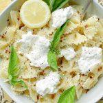 Burrata Pasta | Foodtastic Mom #burratapasta #pastarecipes #bowtiesandbroccoli