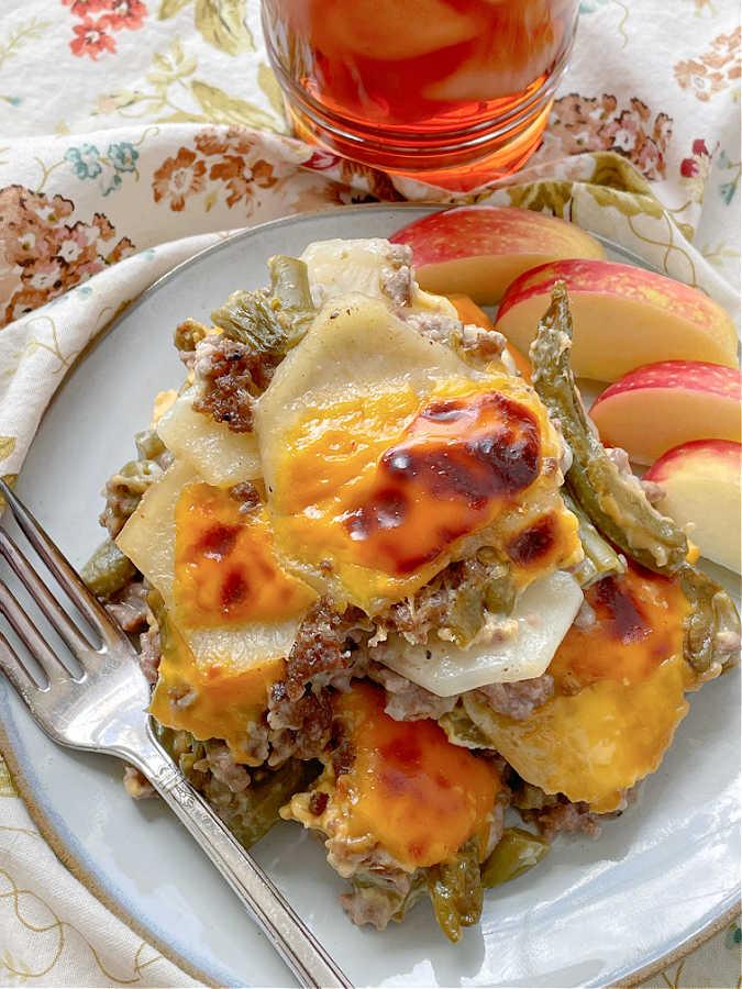 Hamburger Potato Casserole | Foodtastic Mom #hamburgerrecipes #casserolerecipes #hamburgerpotatocasserole