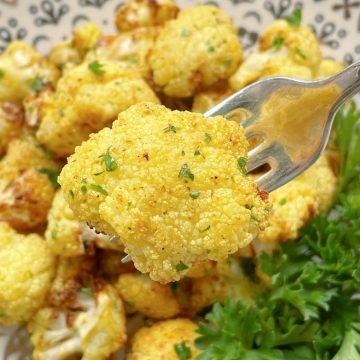 Air Fryer Cauliflower | Foodtastic Mom #airfryerrecipes #cauliflowerrecipes #airfryercauliflower #lowcarb