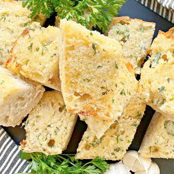 Air Fryer Garlic Bread | Foodtastic Mom #airfryerrecipes #garlicbread #airfryergarlicbread #italianrecipes