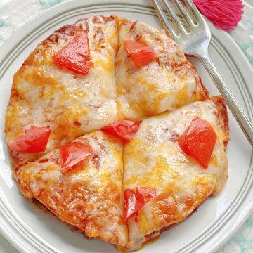 Air Fryer Mexican Pizza | Foodtastic Mom #airfryerrecipes #mexicanpizza #copycatrecipes #tacobellmexicanpizza #airfryermexicanpizza