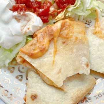 Air Fryer Quesadillas | Foodtastic Mom #airfryerrecipes #quesadilla #airfryerquesadillas #mexicanrecipes