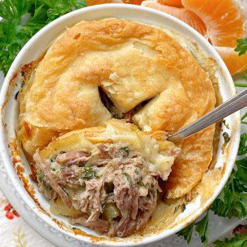 Slow Cooker Steak Pie | Foodtastic Mom #slowcookerrecipes #steakpie #potpierecipes #slowcookersteakpie